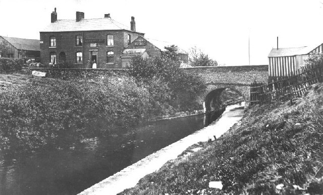 Hollinwood Branch Canal, Crime Bridge