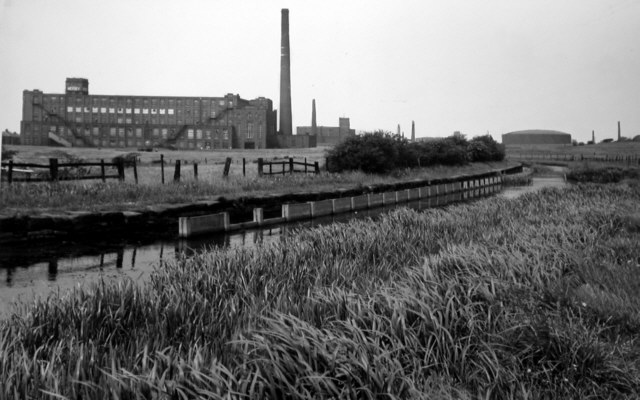 Hollinwood Branch Canal, Mersey Mill